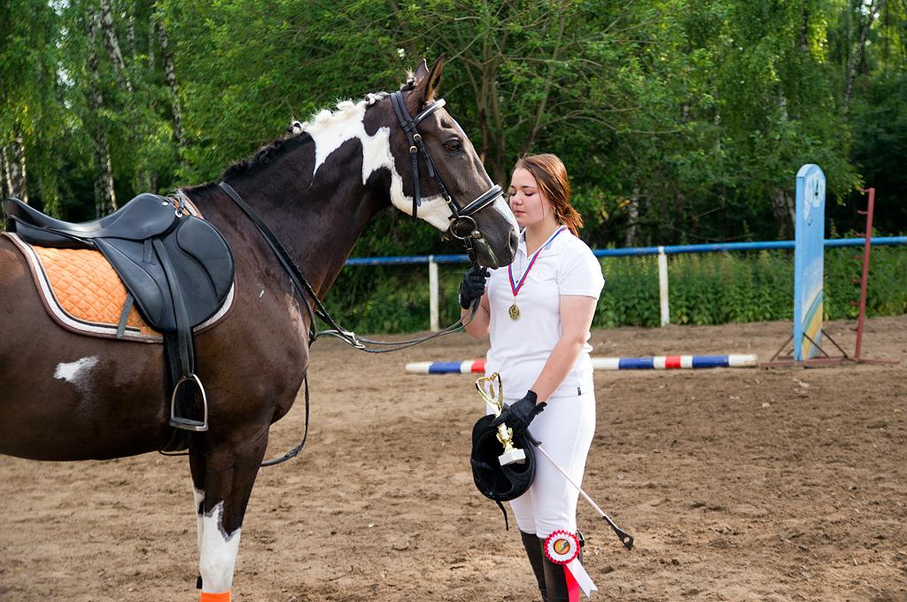 Лошадь выиграла заняла первое место и Капитолина не смогла сдержать слез радости