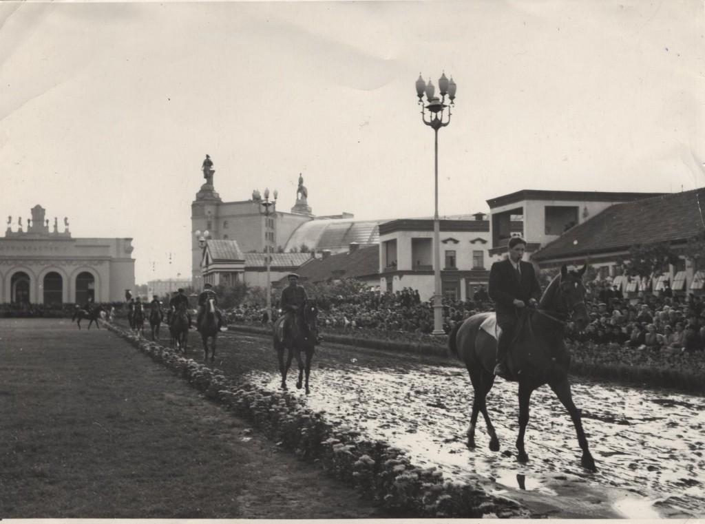 Алексеев Юрий Борисович на параде в В.С.Х.В